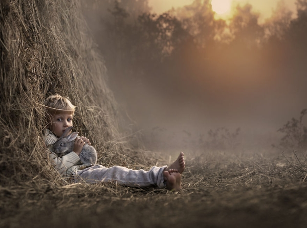 Anyuka varázslatos képeket készített gyermekeiről és az állatokról
