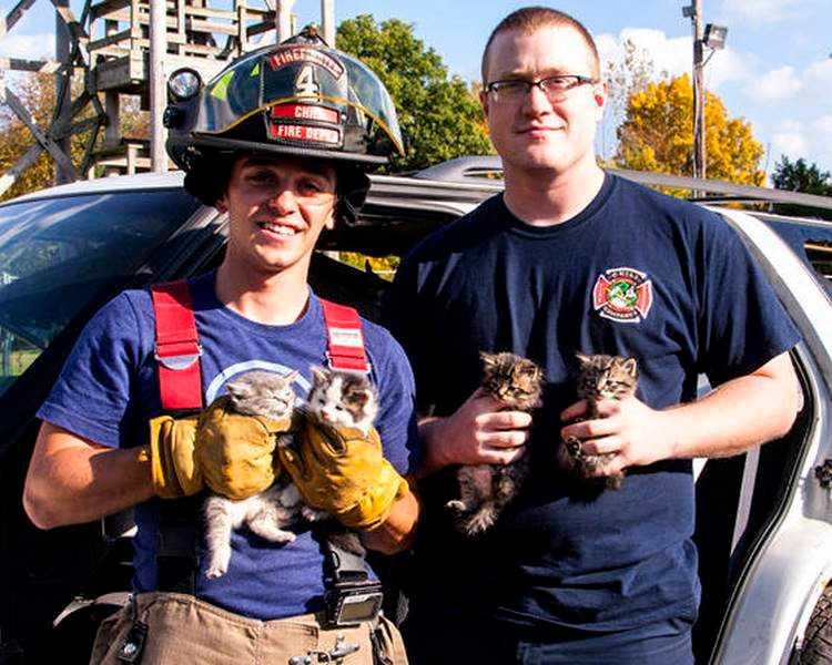 18 kép tűzoltókról akik állatok életét mentik meg 16