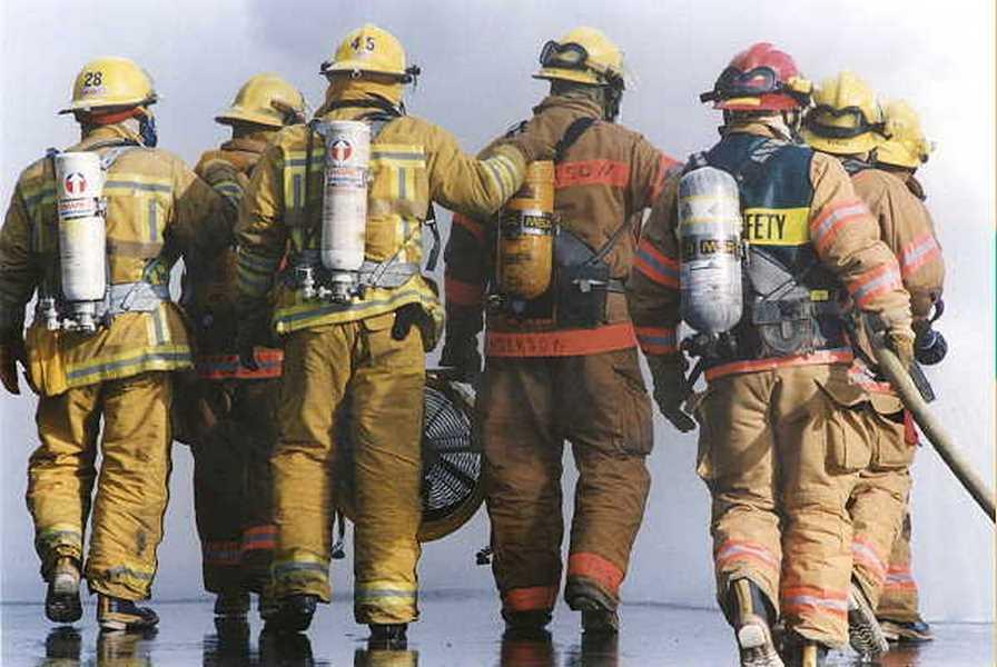 18 kép tűzoltókról akik állatok életét mentik meg 19