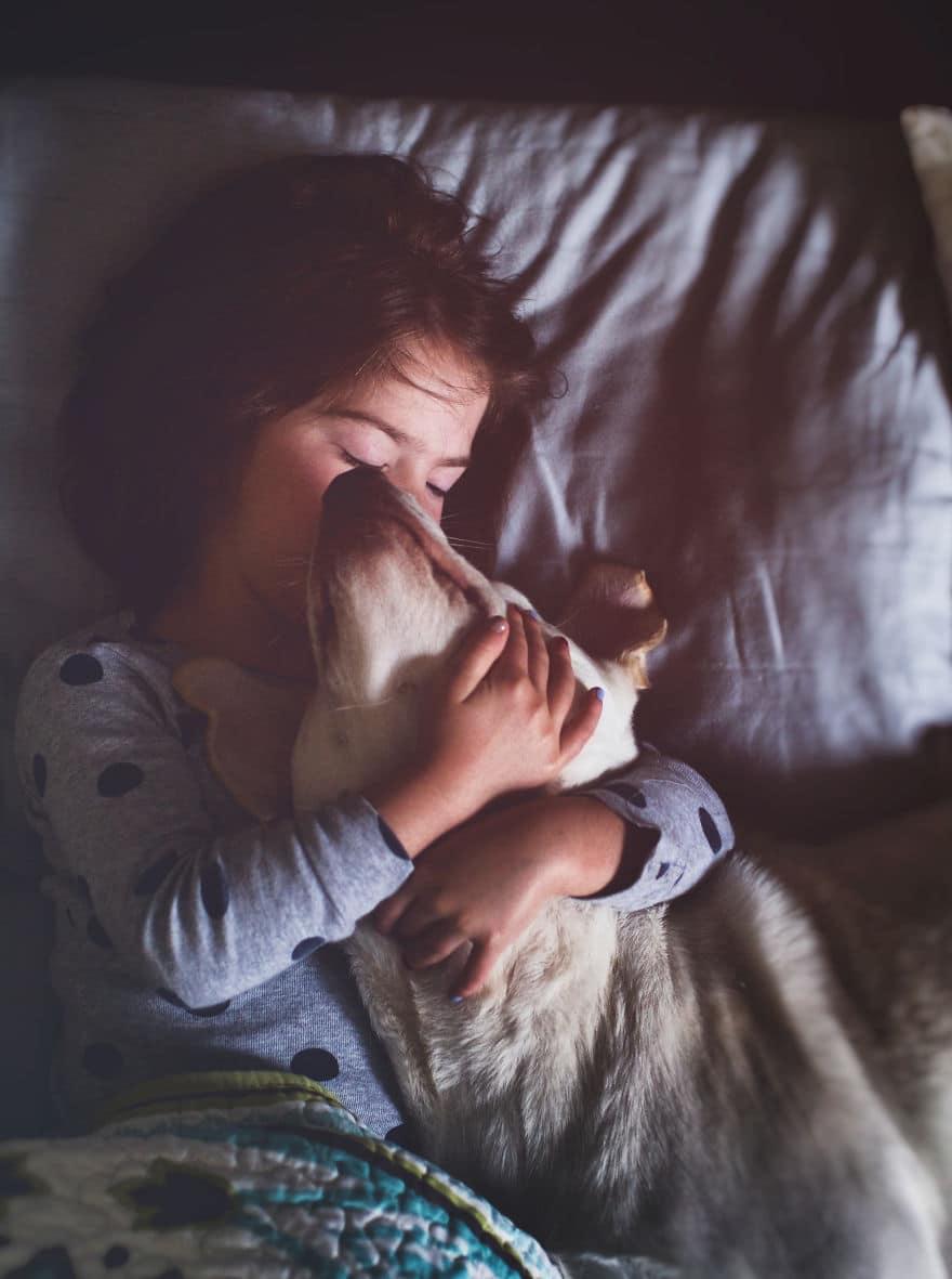 Az édesanya örökbe fogadott egy menhelyi kutyát1