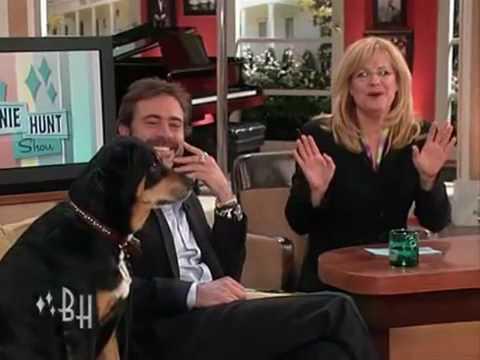 2009-ben megjelent Bonnie Hunt Show-nál a mentett kutyájával, és elmesélte a történetét.