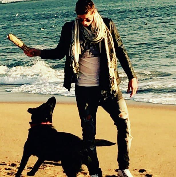 Emiliano Sala kutyája kitartóan várja meghalt gazdáját3