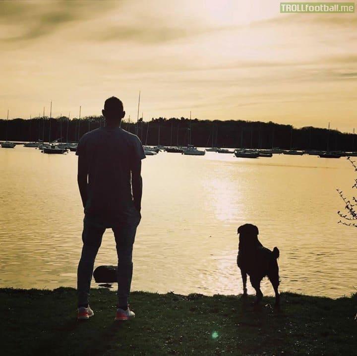 Emiliano Sala kutyája kitartóan várja meghalt gazdáját4