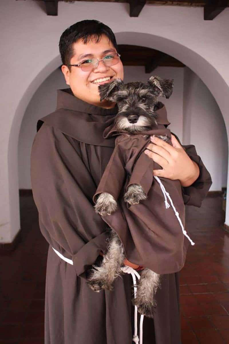 Kóbor kutyát fogadtak be a szerzetesek