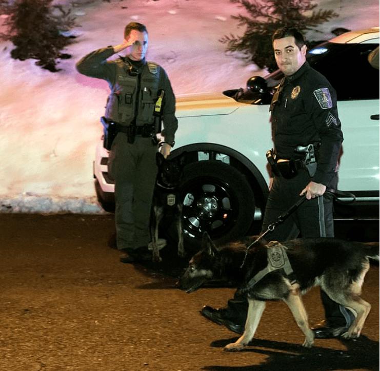 konvoj vezette fel az utolsó útjára induló rendőrkutyát