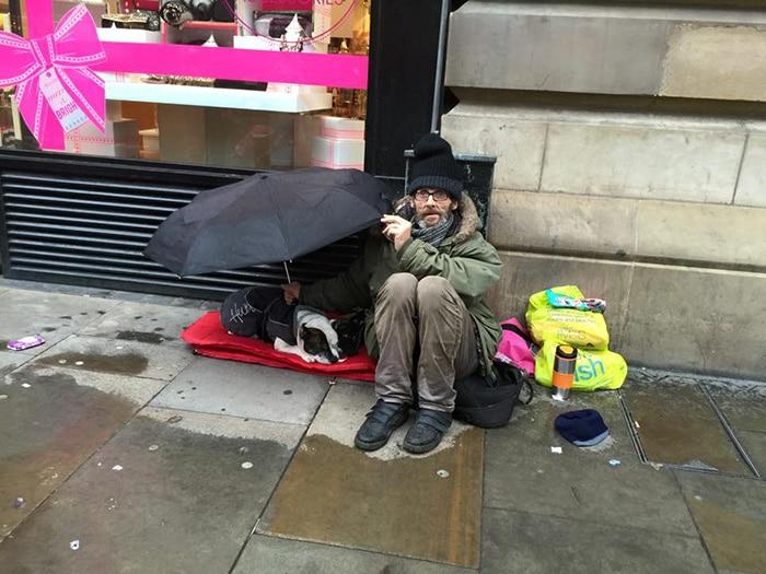 Hajléktalan emberek a legjobb barátjukkal