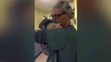 A kiskutya egyfolytában sír a műtét után
